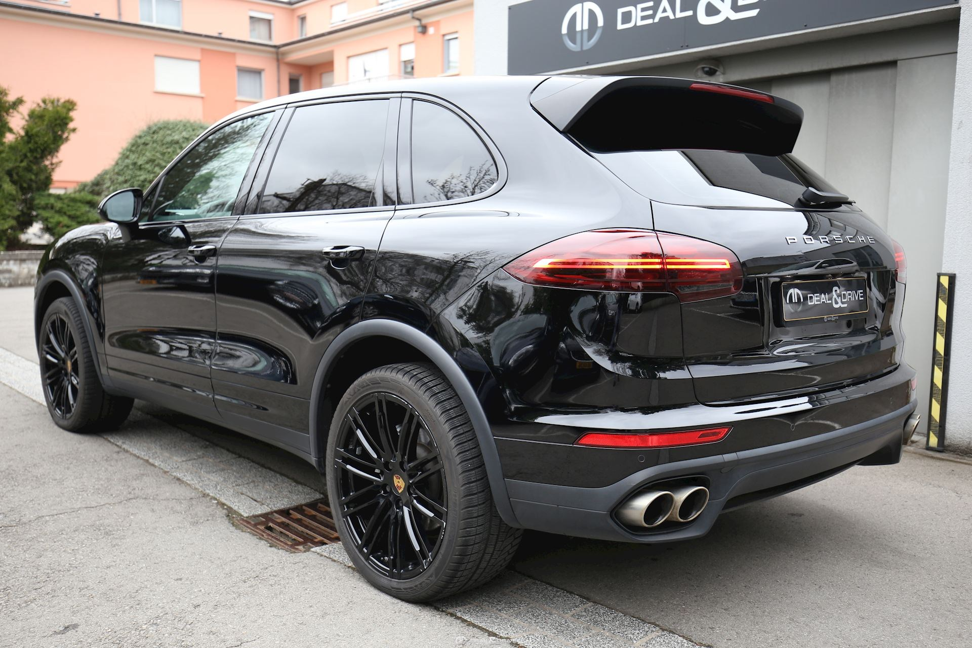 Porsche cayenne s diesel v8 bi turbo deal drive for Garage porsche caen