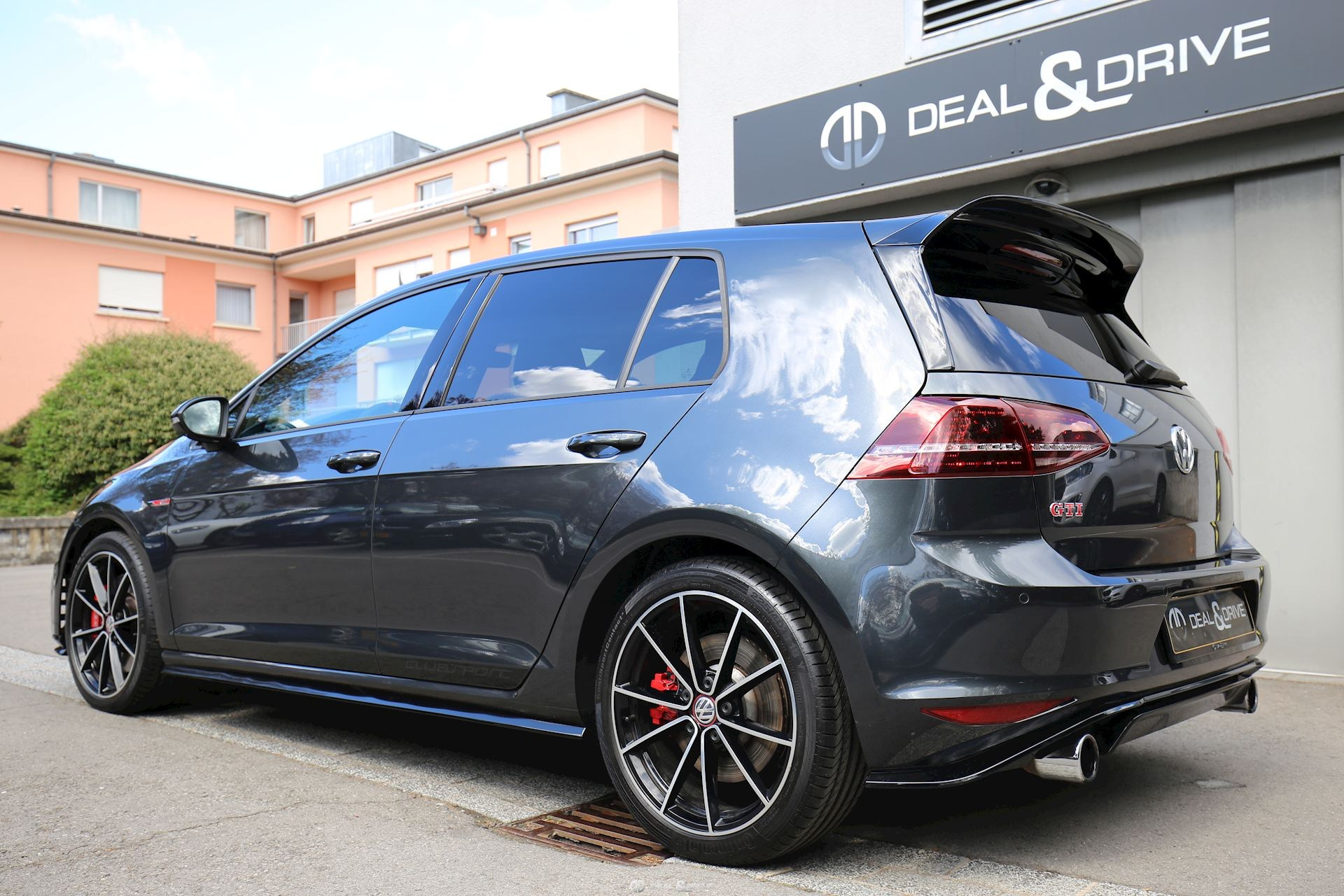 volkswagen golf vii gti clubsport 2 0 tsi dsg deal drive. Black Bedroom Furniture Sets. Home Design Ideas